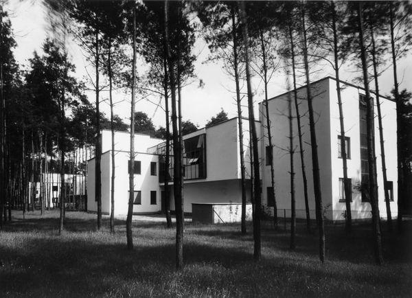 Bauhaus architecture - Msters' Houses Dessau